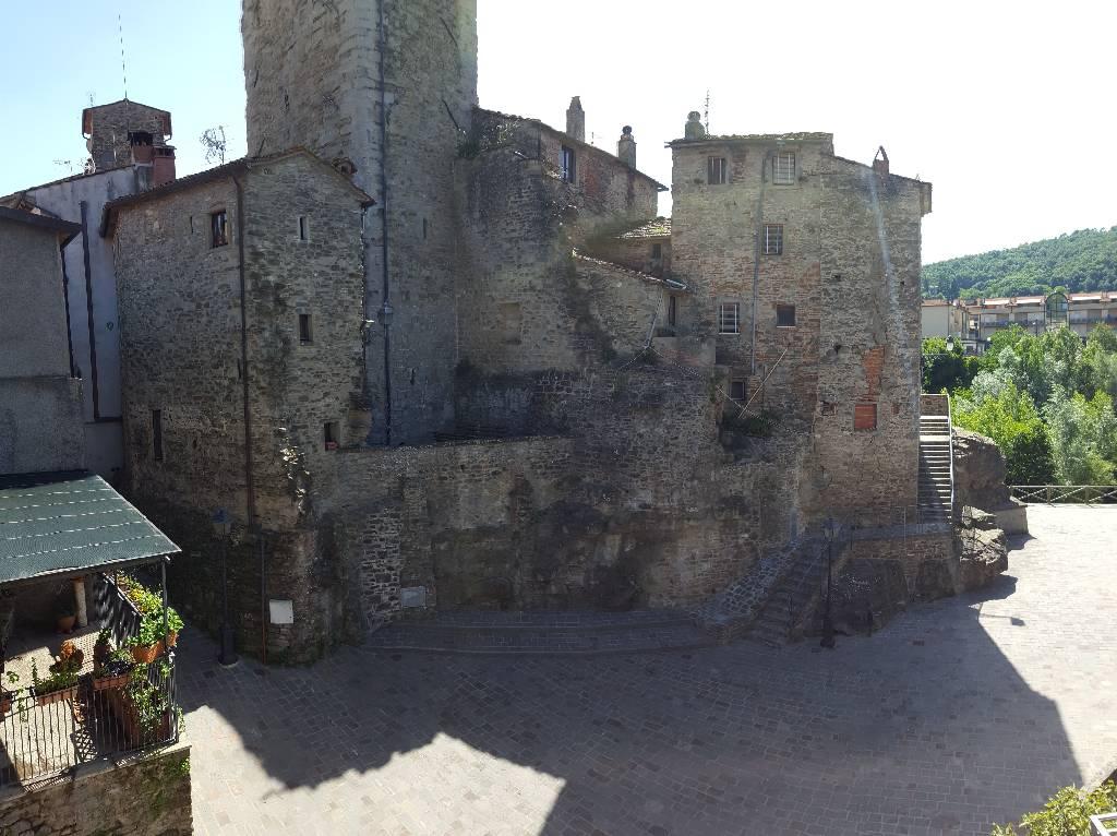 vista dagli affacci sul castello e sulla piazza